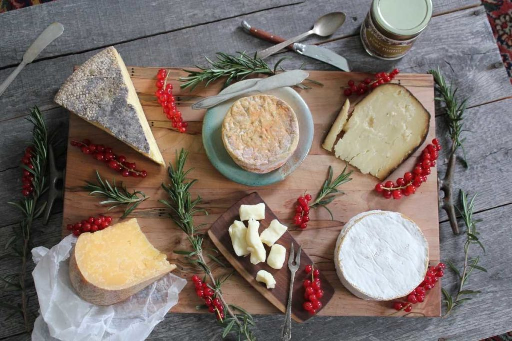 DISCOVER THESE GREAT LOCAL CHEESES – OR, HOW TO BRING MORE HUNKS IN YOUR LIFE